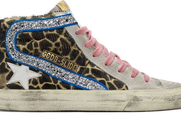 Golden Goose Sneakers Outlet pair